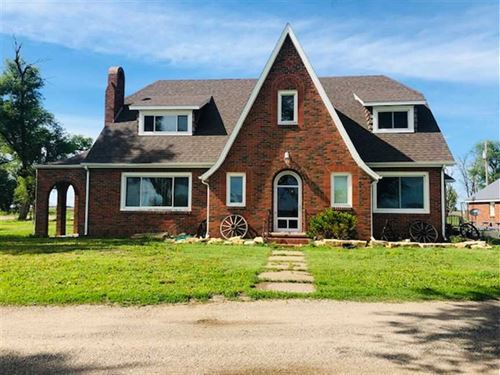 2 Story Brick Country Home on 2.75 : Ellinwood : Barton County : Kansas