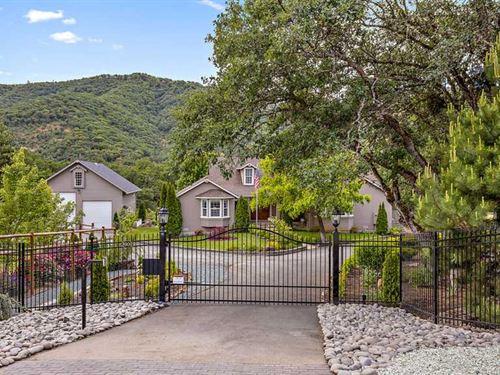 Stunning Southern Oregon Property : Gold Hill : Jackson County : Oregon