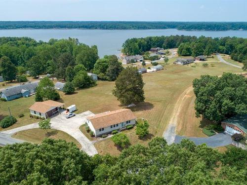 Weekend Retreat Buggs Island Lake : Clarksville : Mecklenburg County : Virginia