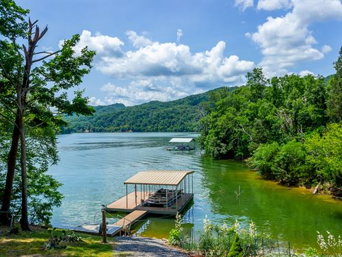 Cherokee Lakefront Home : Mooresburg : Hawkins County : Tennessee