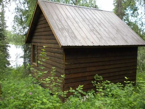 4.39 Lakefront Acres With Cozy Cab : Skwentna : Matanuska-Susitna Borough : Alaska