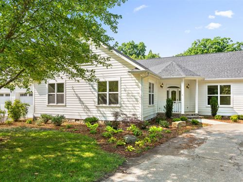 Updated Farmhouse With 2 Barns : Signal Mountain : Hamilton County : Tennessee