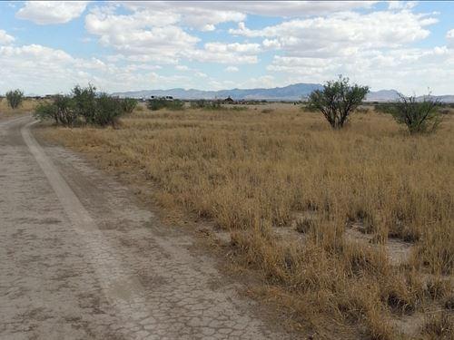 Stunning 4.7 Acres Zoned Ru-4 : Willcox : Cochise County : Arizona