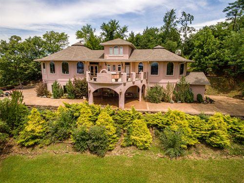 Luxury Douglas Lake View Home : Dandridge : Jefferson County : Tennessee