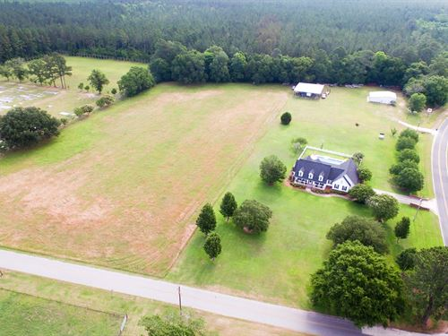 Beautiful Farmhouse With Acreage : Odum : Wayne County : Georgia