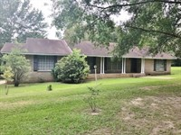 Beautiful Home On 1.5 Acres In : Tylertown : Walthall County : Mississippi