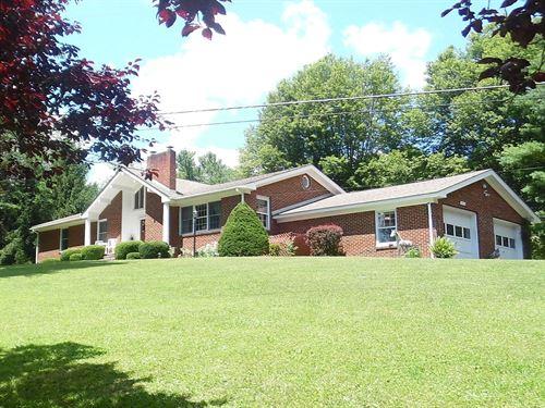 Beautiful Home Mountainous Views : North Tazewell : Tazewell County : Virginia
