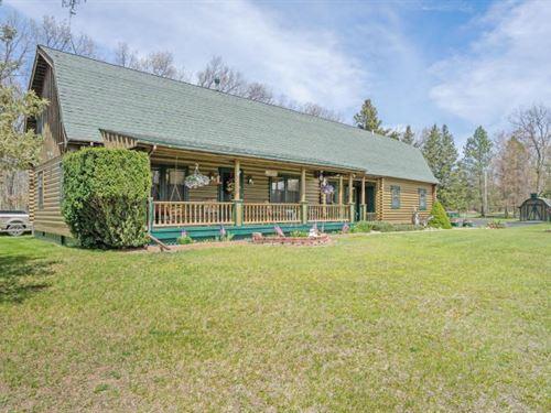 Quality Log Home Versatile Floor : Walhalla : Mason County : Michigan