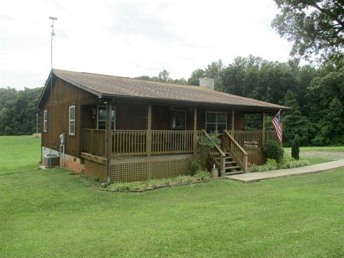 Charming Cabin : Pamplin : Prince Edward County : Virginia