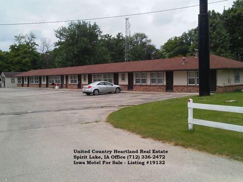 Eastern IA Motel For Sale : Spirit Lake : Fayette County : Iowa