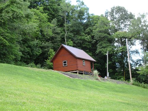 Eastern Ohio Log Cabin Retreat : Uhrichsville : Tuscarawas County : Ohio