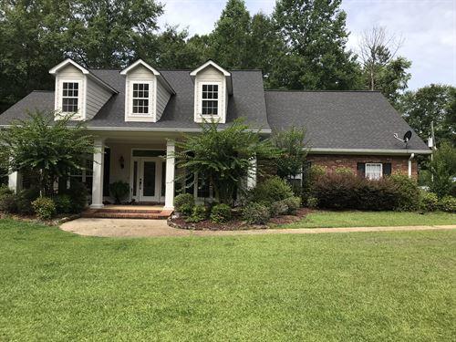 Beautiful Custom Home On 20 Acres : York : Sumter County : Alabama