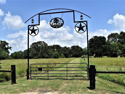 Country Home And Beautiful Acreage : Oakwood : Leon County : Texas