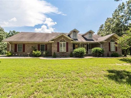 Large Home on Over 7 Acres For Sal : Poplar Bluff : Butler County : Missouri