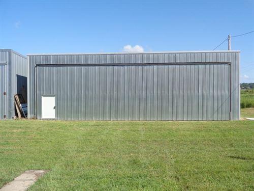 33 x 44 Airplane Hanger Missouri : Missouri Valley : Harrison County : Iowa