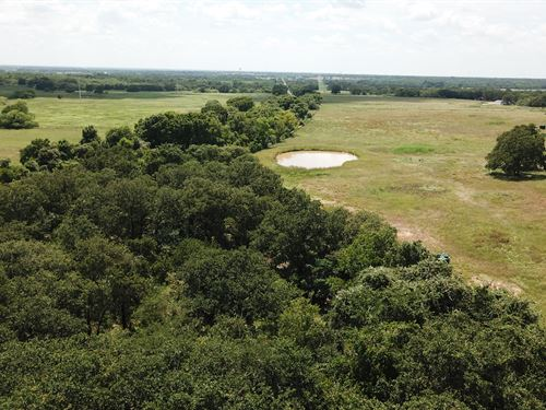 2.044 Acres In Tx With Pond : Luling : Caldwell County : Texas