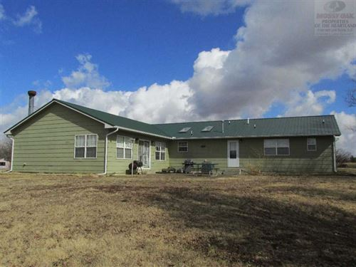 Winfield Lake Home And 3 Acres : Burden : Cowley County : Kansas