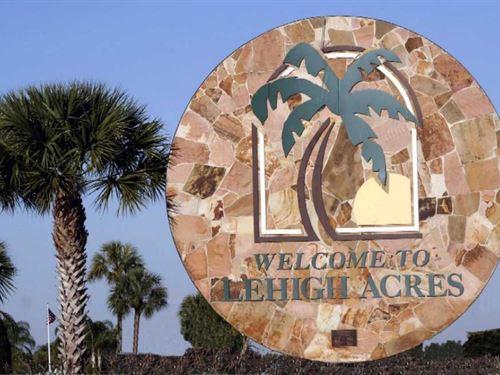 Fantastic Location In Lehigh Acres : Lehigh Acres : Lee County : Florida