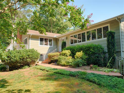 Bright And Cheerful Home : Keswick : Albemarle County : Virginia