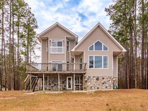 Custom Home On The Pamlico River : Chocowinity : Beaufort County : North Carolina