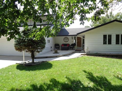Secluded Executive Home MO Valley : Missouri Valley : Harrison County : Iowa