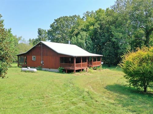 Country Cabin, 14.16 Acres Shop : Linden : Perry County : Tennessee