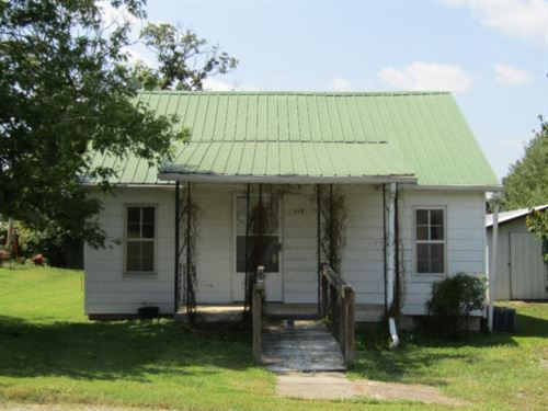 Cottage Close To Dale Hollow Lake : Celina : Clay County : Tennessee