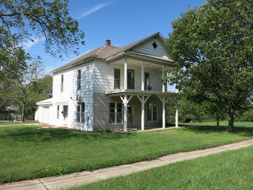 100 Year Old Home on 1.3 Acres : Bethany : Harrison County : Missouri