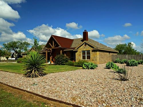 Large Home in Tom Green County : San Angelo : Tom Green County : Texas
