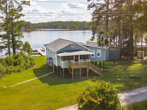 Knotty Pine Cottage : Blounts Creek : Beaufort County : North Carolina