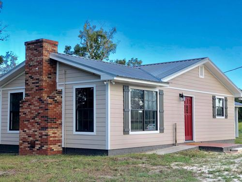 Completely Remodeled Farmhouse : Bell : Gilchrist County : Florida