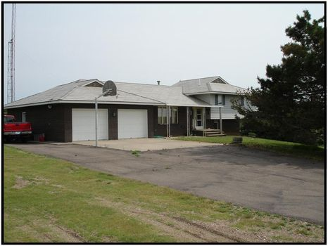 Beautiful Home with 10A (T1328) : Syracuse : Hamilton County : Kansas