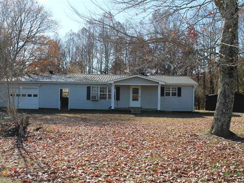 9.2 Acres With House And Garage : Pleasant Shade : Smith County : Tennessee