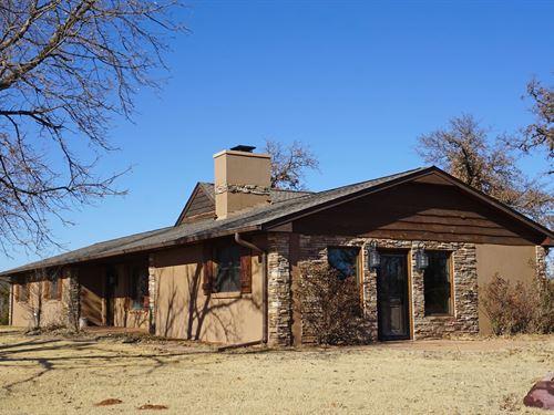 Country Home Small Acreage : Wellston : Lincoln County : Oklahoma