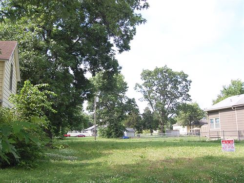 Clear Residential Lot in Neodesha : Neodesha : Wilson County : Kansas