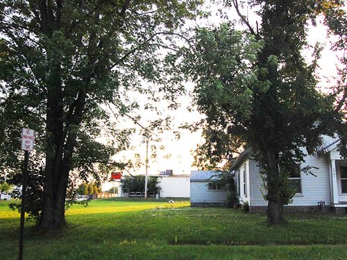 Clear Residential Lot : Chanute : Neosho County : Kansas