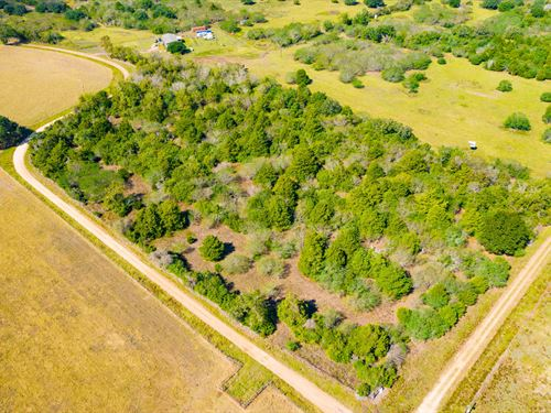 2.0 Acre Minerals & Unrestricted : Hallettsville : Lavaca County : Texas