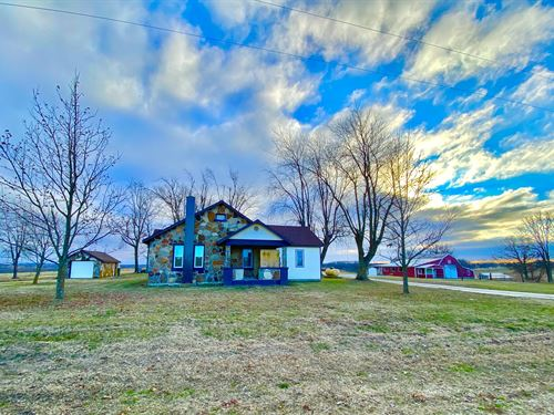 Country Rock Home With Acreage : Mountain Grove : Wright County : Missouri