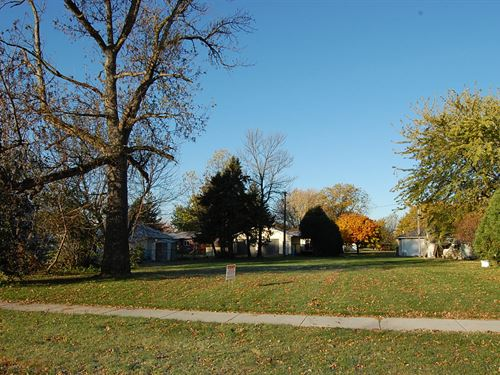 Picture Perfect Residential Lot : Wells : Faribault County : Minnesota