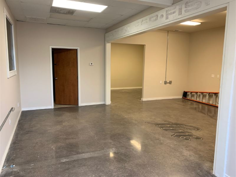 Warehouse/Office Space For Lease : Flint : Smith County : Texas