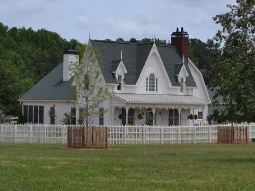 Victorian Farmhouse W/4 Stall Barn : Social Circle : Walton County : Georgia