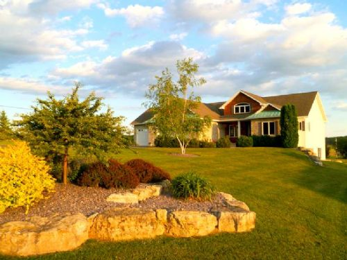Custom Built Home On 8 Acres : Town Of Oregon : Dane County : Wisconsin