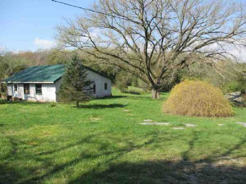 4.6 Acres W/barn & Home -levine 4.6 : Horse Cave : Hart County : Kentucky