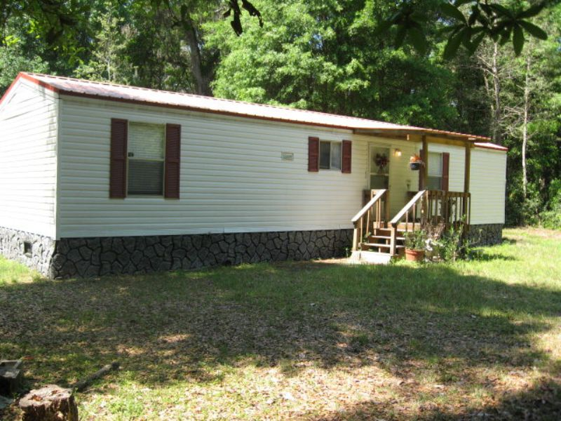 Mobile Home On 5.02 Acres : Old Town : Levy County : Florida