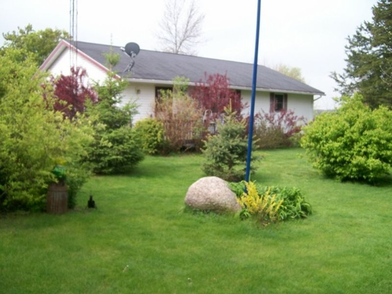Newer Ranch Home On Dead End St. : Endeavor : Marquette County : Wisconsin
