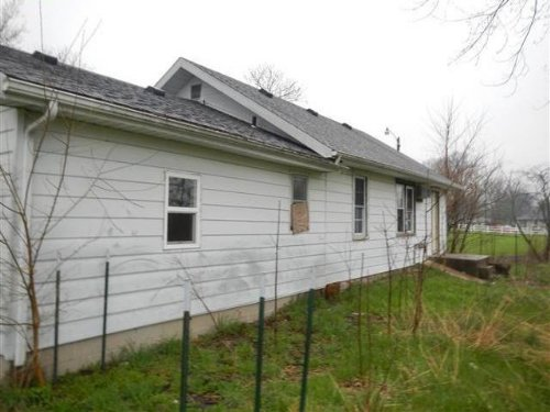 2br 1ba 768+/- Sf Single-family. : New Castle : Henry County : Indiana