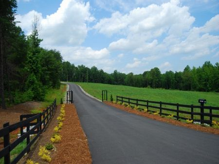 4.36 Acres In Gated Community : Inman : Spartanburg County : South Carolina